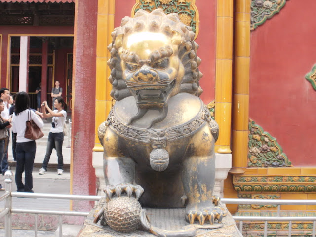 Estela en la Puerta de Tian'anmen (Beijing) (@mibaulviajero)
