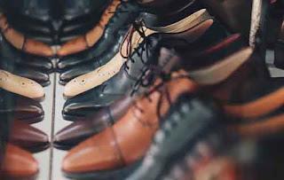 30 Pekerjaan Gampang dan Unik Tapi Gajinya Gede - Tukang Setrika Sepatu
