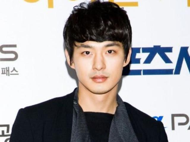 Gaya Rambut Pria Ala Artis Korea Wavy Leveled Bangs
