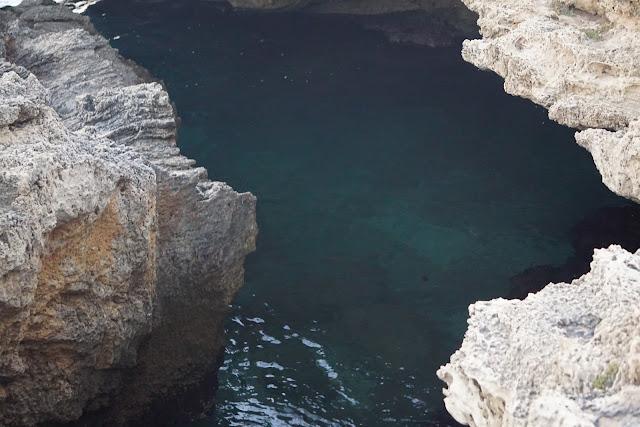 המערה הכחולה בחוף הבונים