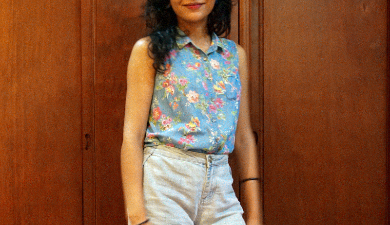 Crop denim shorts OOTD: Wearing my favorite floral chambray sleeveless button down top