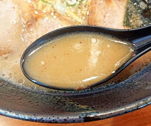 とんこつラーメンのスープの写真