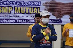 Moment Idul Adha : SMP Mutual Rekatkan Dengan Berbagi Daging Kepada Warga Terdekat