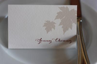 Namenskarten, Monaco di Bavaria wine shades and wood grains, Hochzeitsmotto, heiraten 2017 im Riessersee Hotel Garmisch-Partenkirchen, Bayern, wedding venue, dunkelrot, dunkelgrün, Weinthema