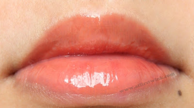 Peripera My Color Gloss 6 - Chewing orange on lips