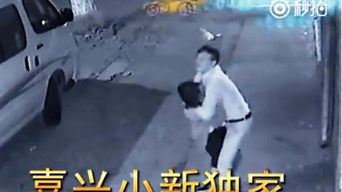 Aksi-Perkelahian-Sepasang-Kekasih-Terekam-CCTV