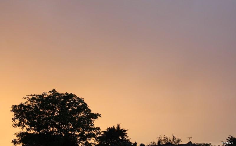 Ciel d'averse au soleil couchant