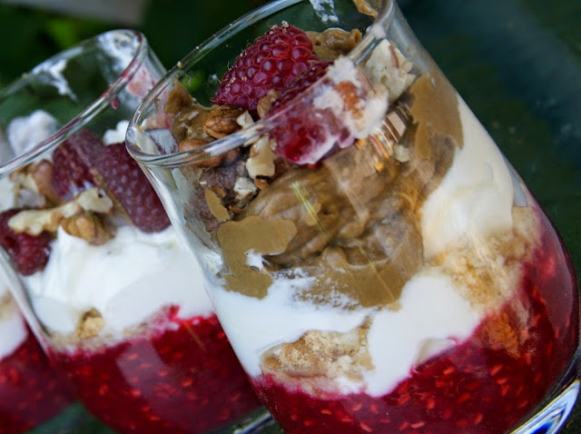 deser jogurtowo-malinowy