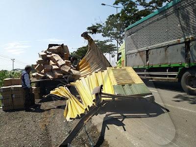 truk yang kecelakaan di kendal