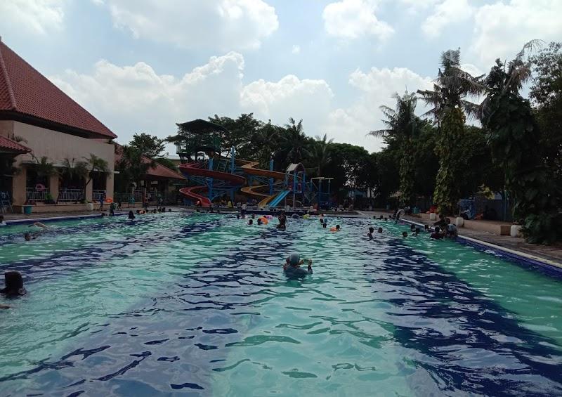 Berenang di Marakash