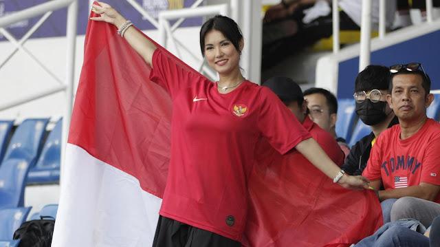 Woow...Bintang Film Dewasa Miyabi Dukung Timnas Indonesia U-22