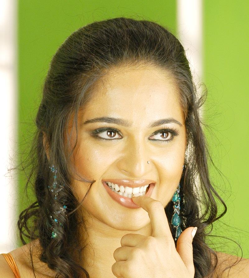 Anushka Shetty Hot Close UP Photos