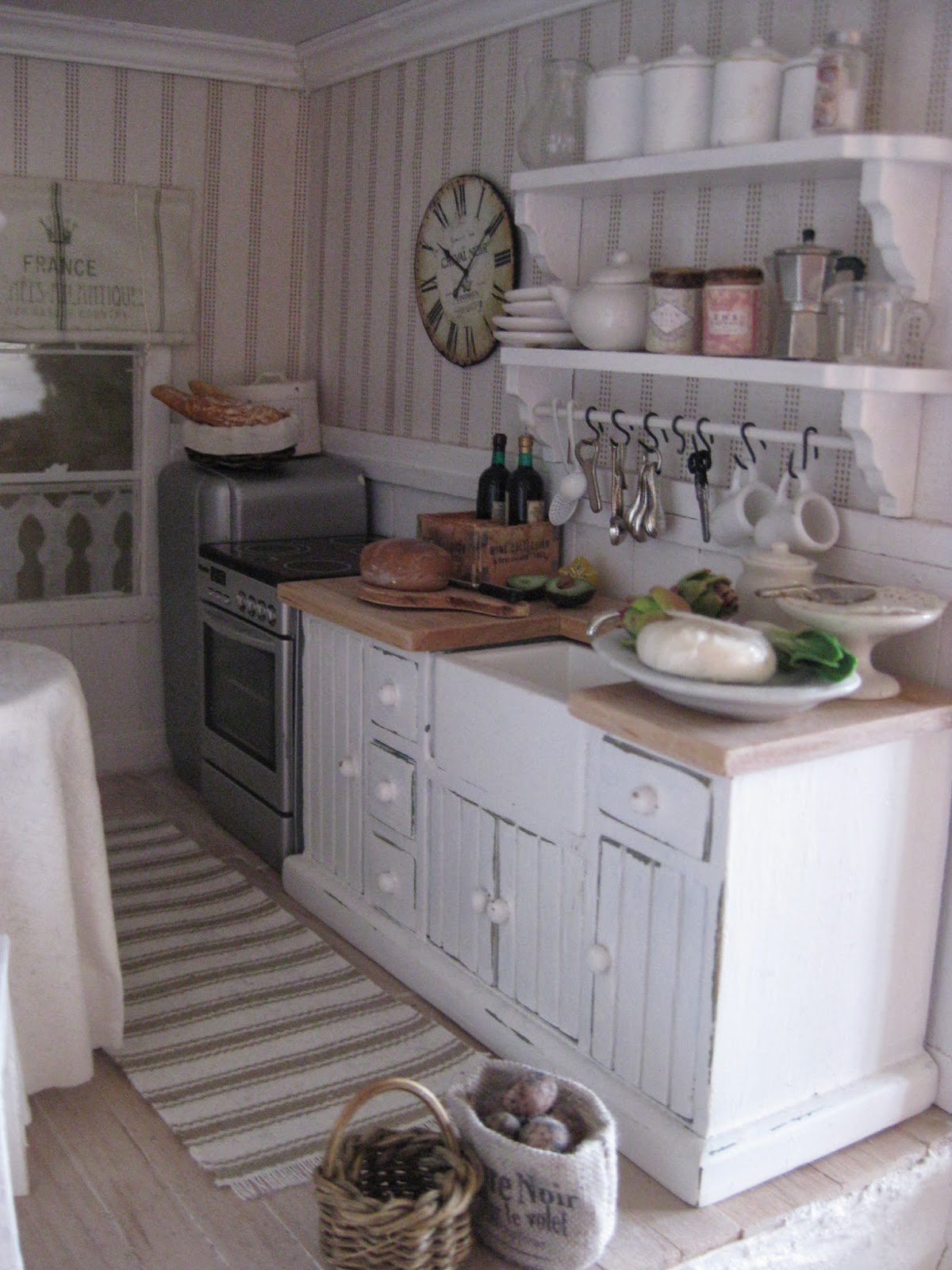 Miniatyrmama the arthur dollhouse - Cucine shabby chic ...