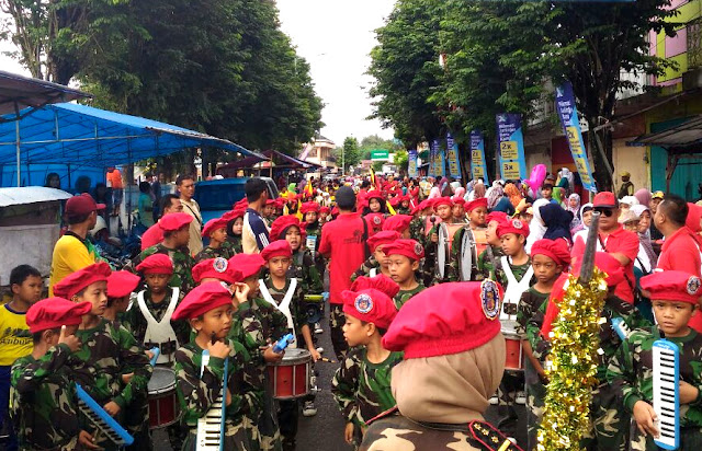 Peringati Milad Muhammadiyah 104, PCM Ambulu Jalan Sehat