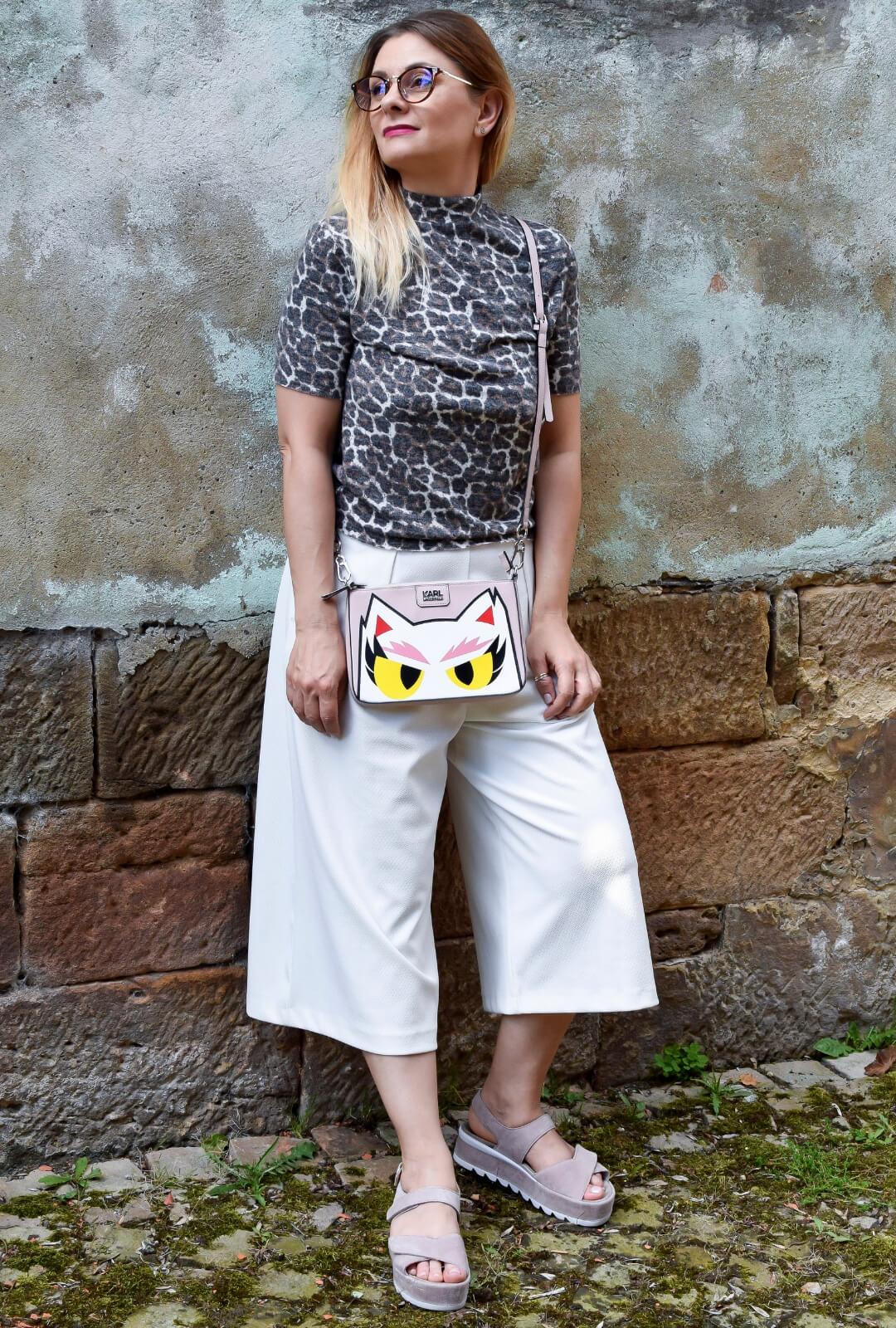 Weisse-Culotte-kombinieren-mit-Shirt