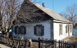Селище Удачне. Житлова забудова з тріщинами в стінах і водою в підвалах