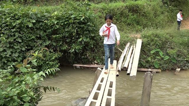 Mong manh những cây cầu vượt suối trị giá 500.000 đồng ở Lạng Sơn 3