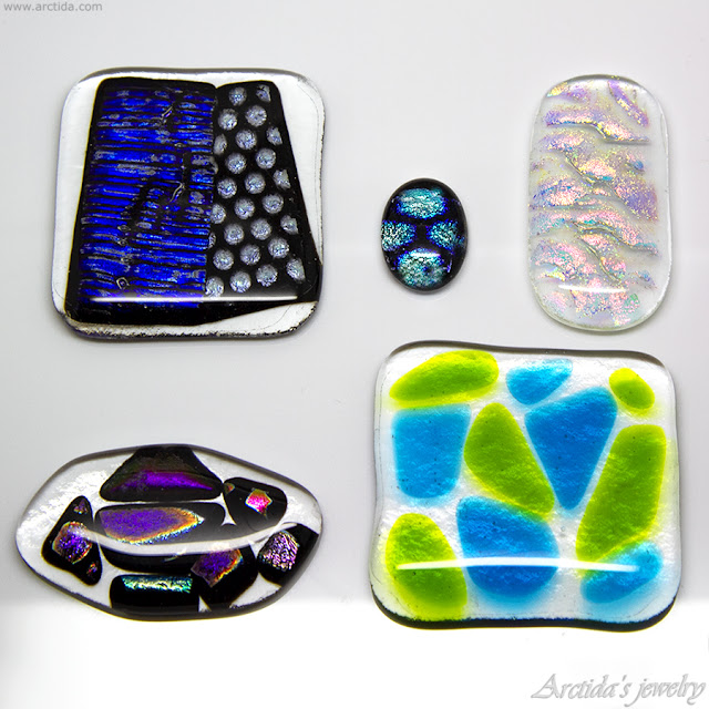 https://www.arctida.com/en/home/138-statement-ring-dichroic-glass-silver-ring-for-women-aurora-borealis.html