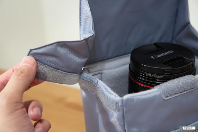 【開箱】輕巧收納好方便,HAKUBA 可折相機內袋 - 上蓋利用魔鬼氈的設計,來實踐收納的極小化