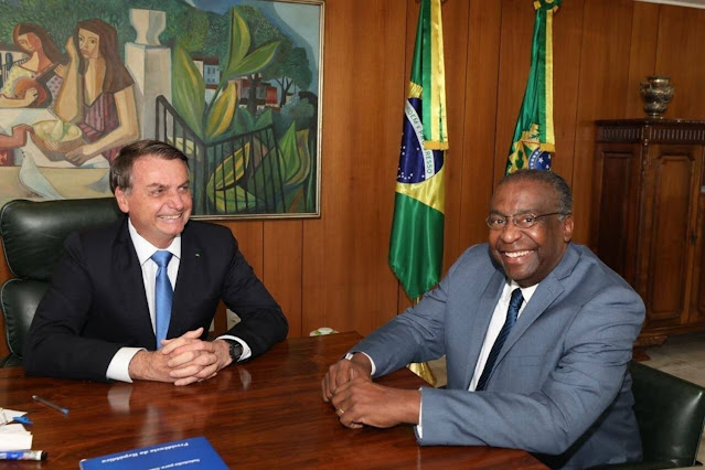 Bolsonaro indica  Carlos Alberto Decotelli para o cargo de Ministro da Educação