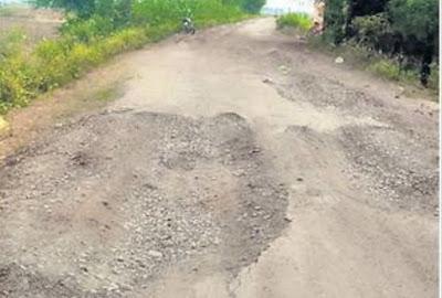 Badarwas-Rijoda तक की सड़क उखड़ी, दो विभागों में विवाद, इसलिए नहीं हो पा रहा मेंटेनेंस