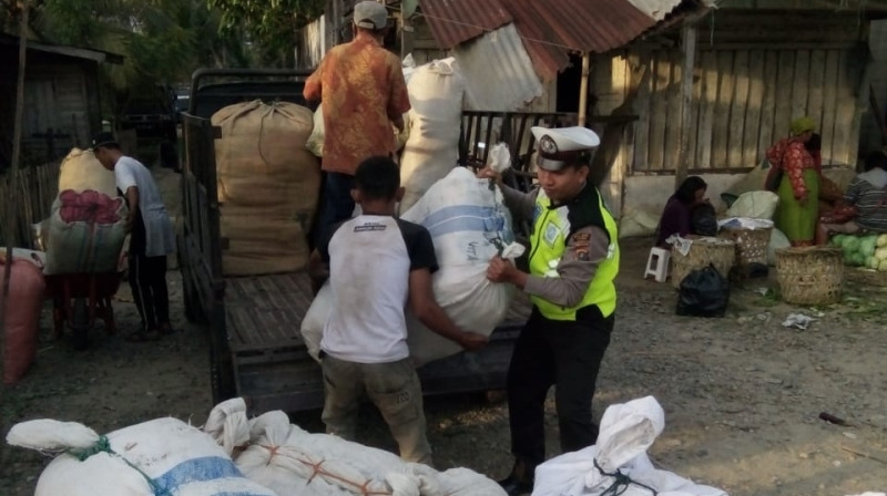 Wujudkan Kedekatan Polri Dengan Pedagang, Ini Dilakukan Sat Lantas Polres Madina