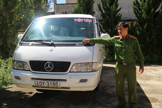 Đà Lạt: Các tài xế xe tải ở giữa đường khi lái xe vào đường