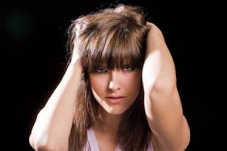 महिलाओं- में- बालों-के-टूटने -झड़ने -की- समस्या- एवं- उपचार, Women's -Hair- Loss- in- Hindi, Female Hair Baldness, Female How to stop hair fall, महिलाओं में बालों का झड़ना, Hair Fall In Women, बाल झड़ने के कारण व उपाय, women's hair loss solutions, mahilaon ke baal jhadna