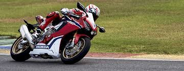 2017 Honda CBR1000RR Fireblade SP in reacing track