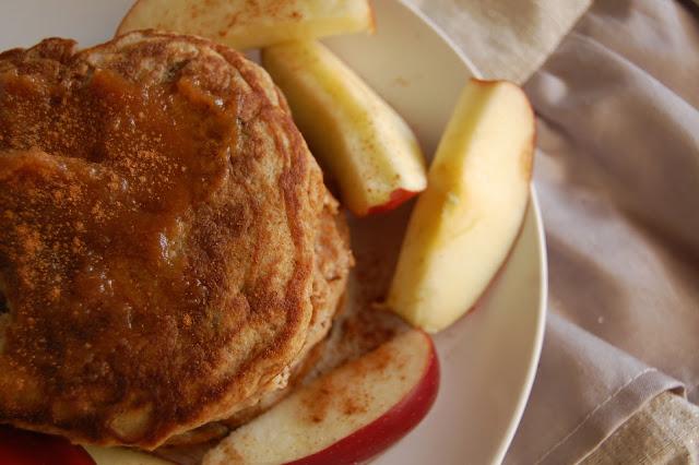 DSC 1270 - Low Carb Apple Cinnamon Pancakes