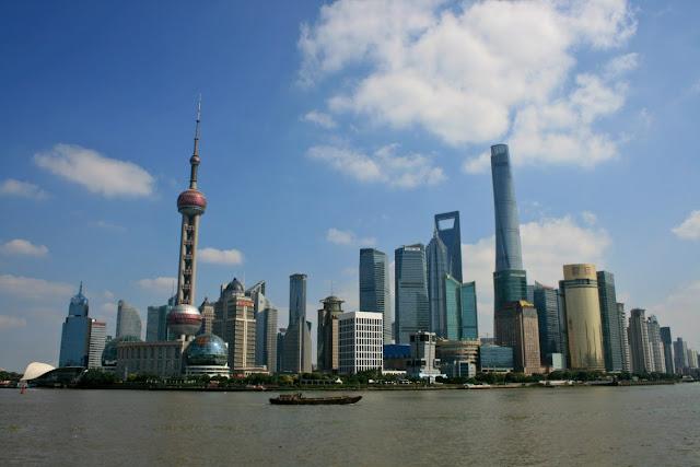 Vistas desde The Bund en Shanghai, China
