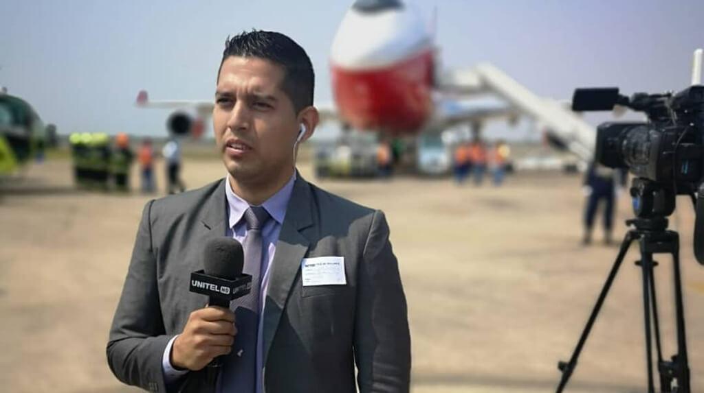 El periodista de Unitel José Elio Alba que ayer fue agredido por simpatizantes del candidato Luis Fernando Camacho / RRSS