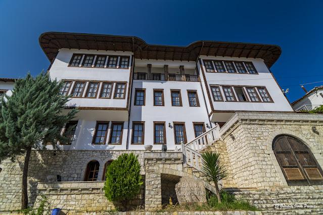 Mangalemi, nuevas construcciones, Berat - Albania, por El Guisante Verde Project