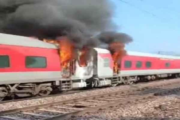 fire-in-train-palwal-asawati-railway-station-breaking-news