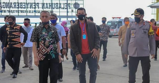 Sekretaris Daerah Jemput Pejabat Baru Kajari Selayar Di Pelabuhan Pamatata