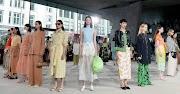 Ingin Tampil Kece Saat Hangout Bareng Temen, Trend Fashion 2019 Casual Style Cocok Buat Gaya Kamu.