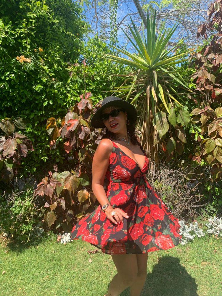 شاهد رانيا يوسف في إطلالة جديدة ....بفستان مزركش ومفتوح الصدر