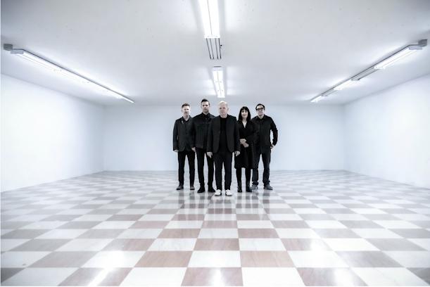 """New Order lança primeiro single inédito em cinco anos; ouça """"Be a Rebel"""""""