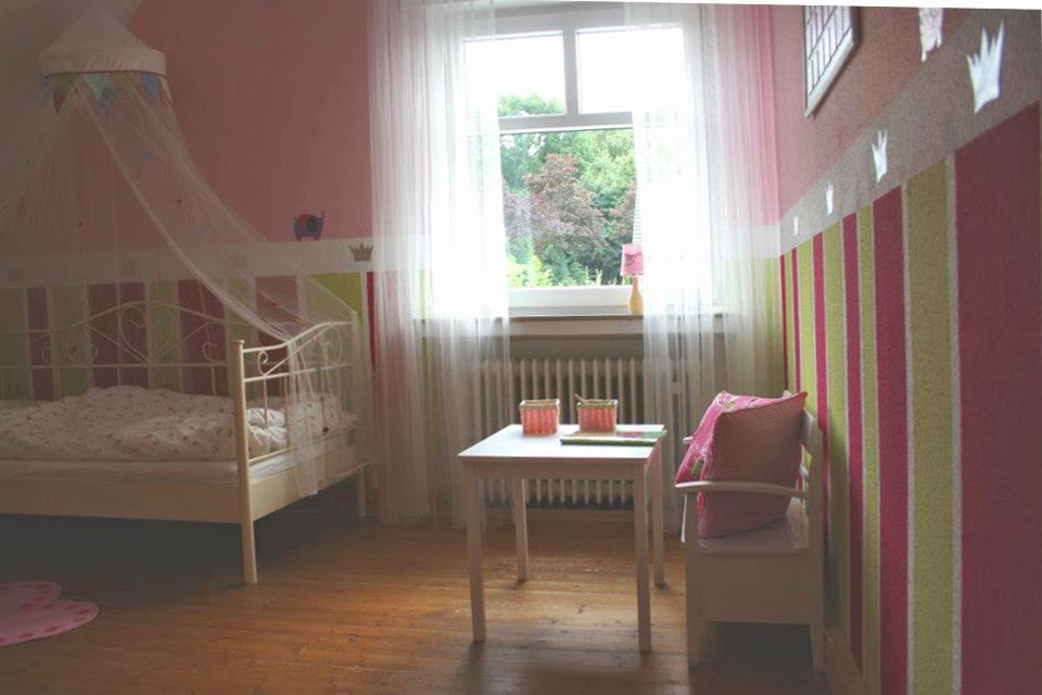 andrea meyer dekoration und gestaltung ein kinderzimmer f r kleine prinzessinnen. Black Bedroom Furniture Sets. Home Design Ideas