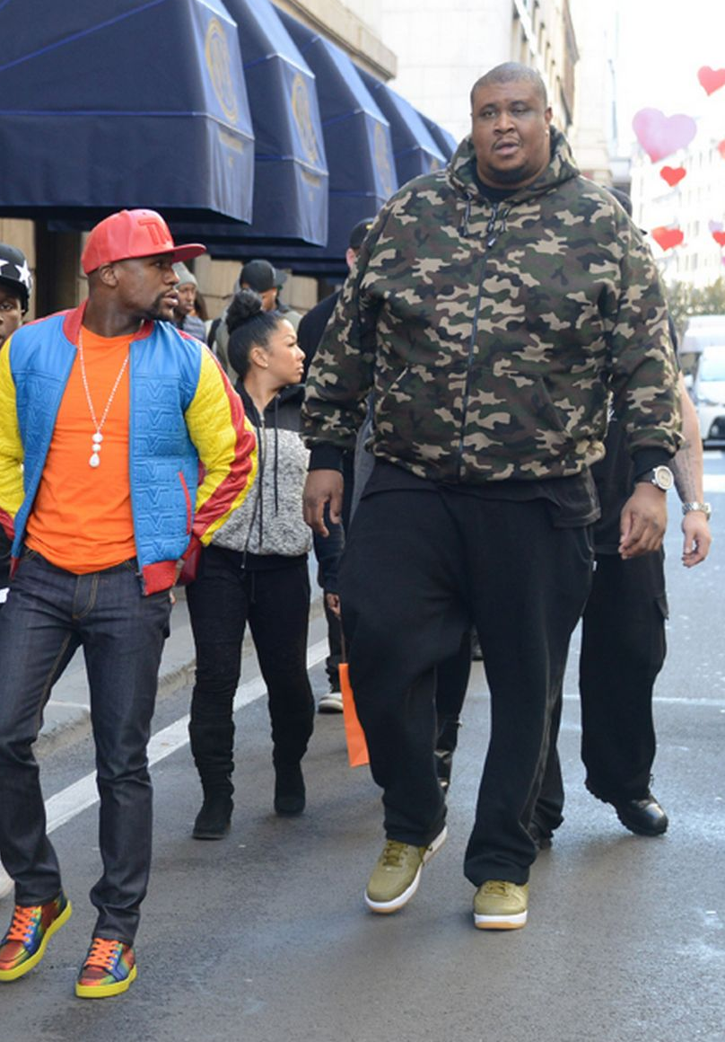 Checkout Floyd Mayweather S Huge Bodyguard Photos