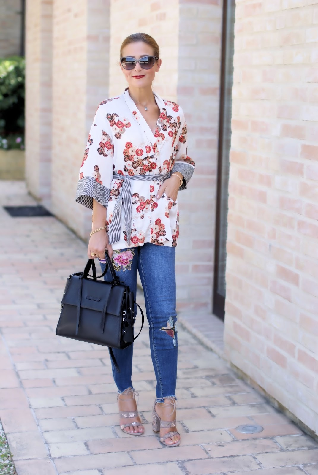 How to style a kimono top on Fashion and Cookies fashion blog, fashion blogger style