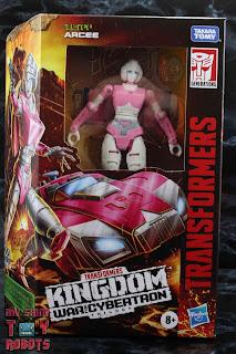 Transformers Kingdom Arcee Box 01