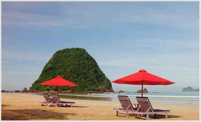 Pantai Pulau Merah;Top 10 Destinasi Wisata Banyuwangi;