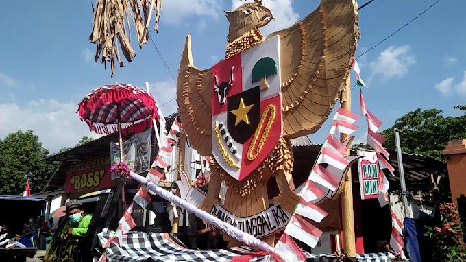Bertemakan Budaya,Garuda Pancasila Raksasa Meriahkan Karnaval Umum Desa Krecek