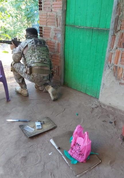 PRF apreende armas, drogas e captura homem de 20 anos, após diligências em cidades do RN