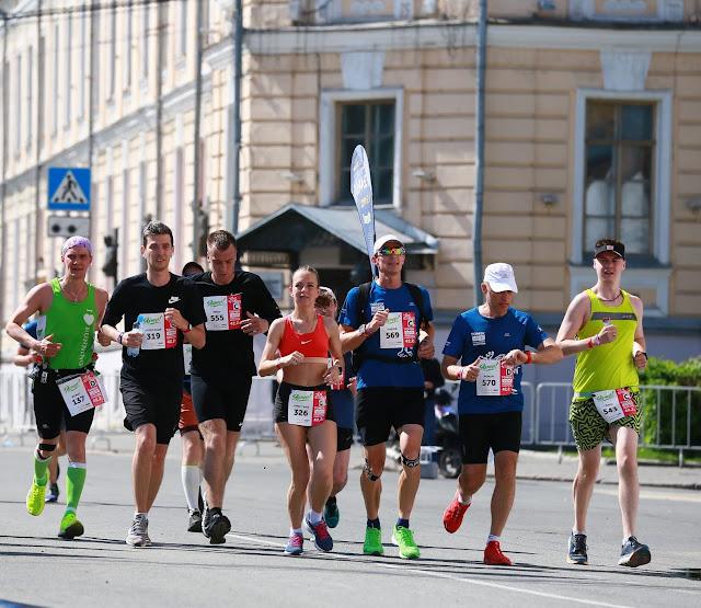 Марафон в Томске, Андрей Думчев, Роман Галкин, толпа, пейсер