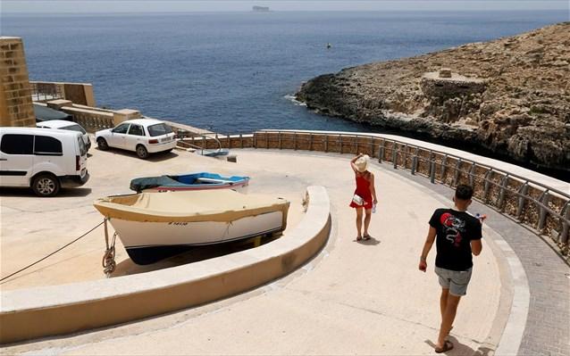 Το «μπλόκο» της Μάλτας στους ανεμβολίαστους προκαλεί ανησυχία για τον ευρωπαϊκό τουρισμό