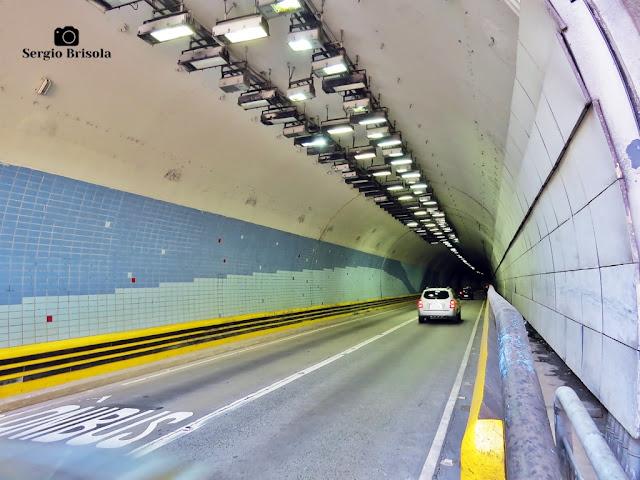Vista ampla interior de uma das vias do Túnel 9 de Julho - Bela Vista - São Paulo