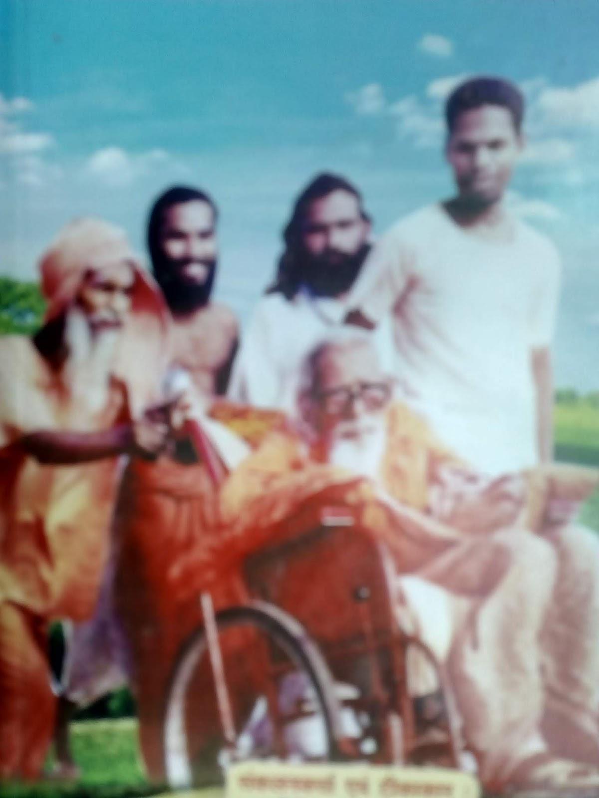 पूज्य पाद लाल दास जी महाराज का संक्षिप्त परिचय।Brief introduction of Pujya Padal Lal Das Ji Maharaj. गुरुदेव के पास खड़े हुए लाल दास जी महाराज