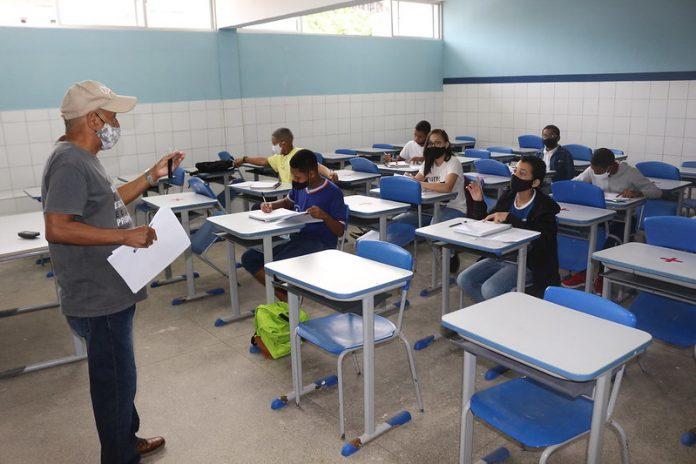 Professores da rede estadual são contemplados com aumento de carga horária